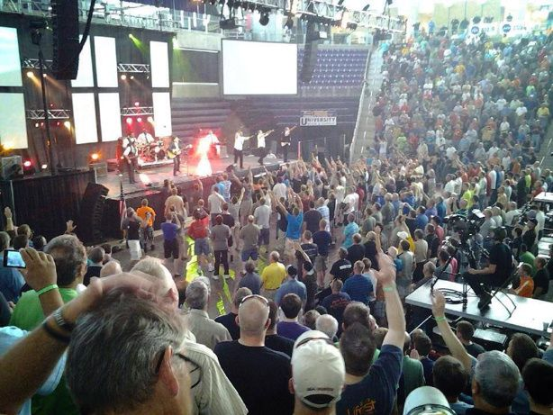 'Miracles happen': 'Angel' seen at Promise Keepers event. So WONDERFUL!! <3 I Love THIS!