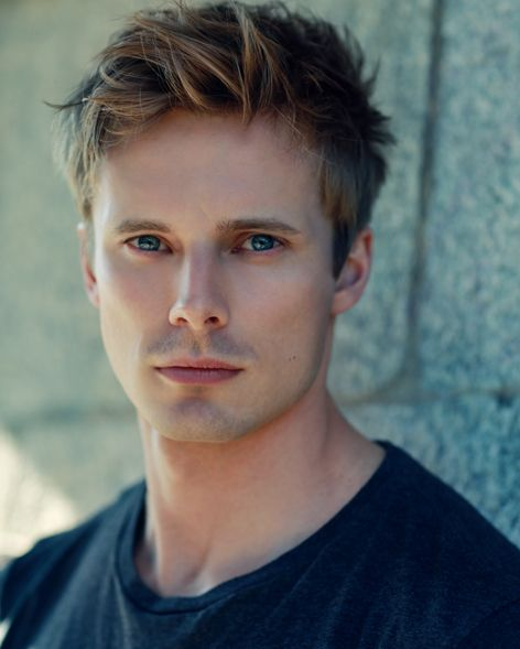"Arthur Pendragon! ... probably prefers Bradley James. ""Dancing On The Edge"". #Starz  A love interest of the Slashy kind in reboot Trek??"