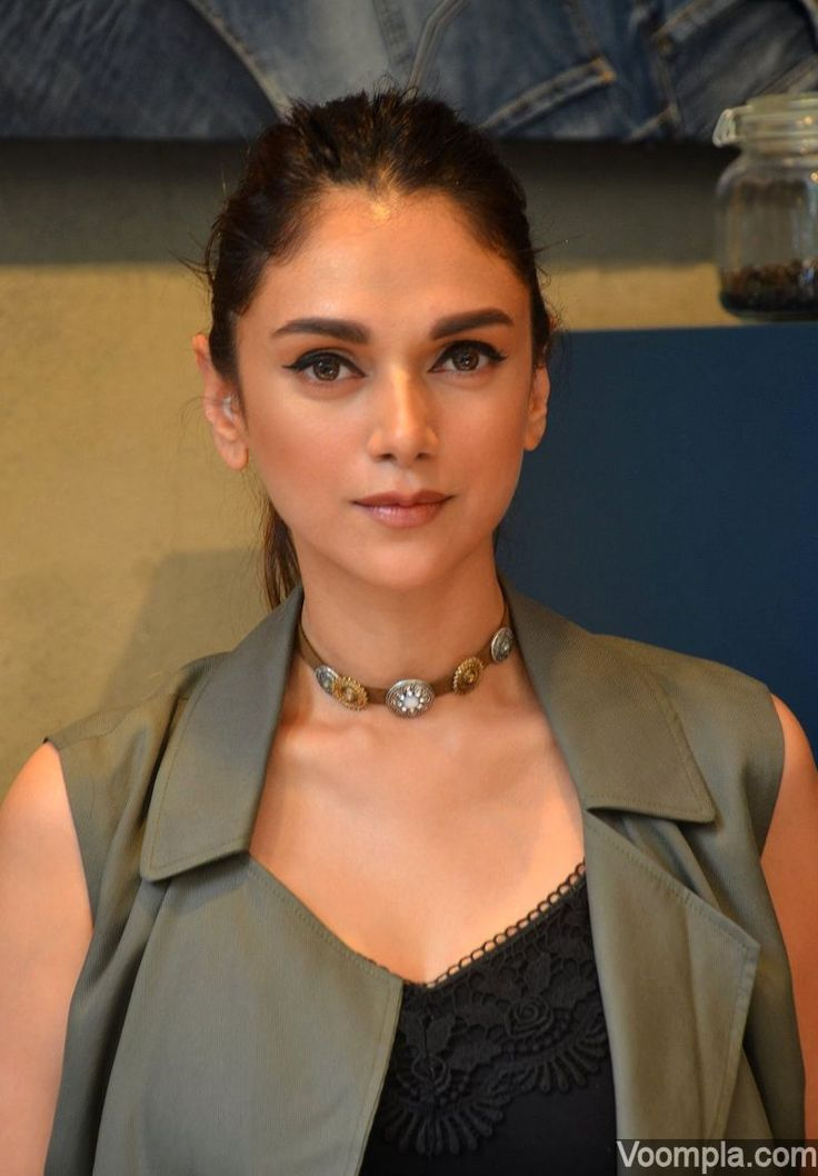 A lovely shot of Aditi Rao Hydari and her beautiful eyes. via Voompla.com