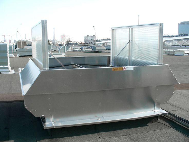 Der APOLLO ATI kann sowohl zur Brand- und Schönwetterlüftung wie auch zur wettergeschützten regensicheren Entlüftung eingesetzt werden. Im Sockel sind Innenklappen angeordnet, die nach außen geöffnet und durch aerodynamisch geformte Führungsbleche gegen das Eindringen von Wasser geschützt werden. Das Spritzwasser wird durch seitliche Profile auf die Dachfläche geleitet.