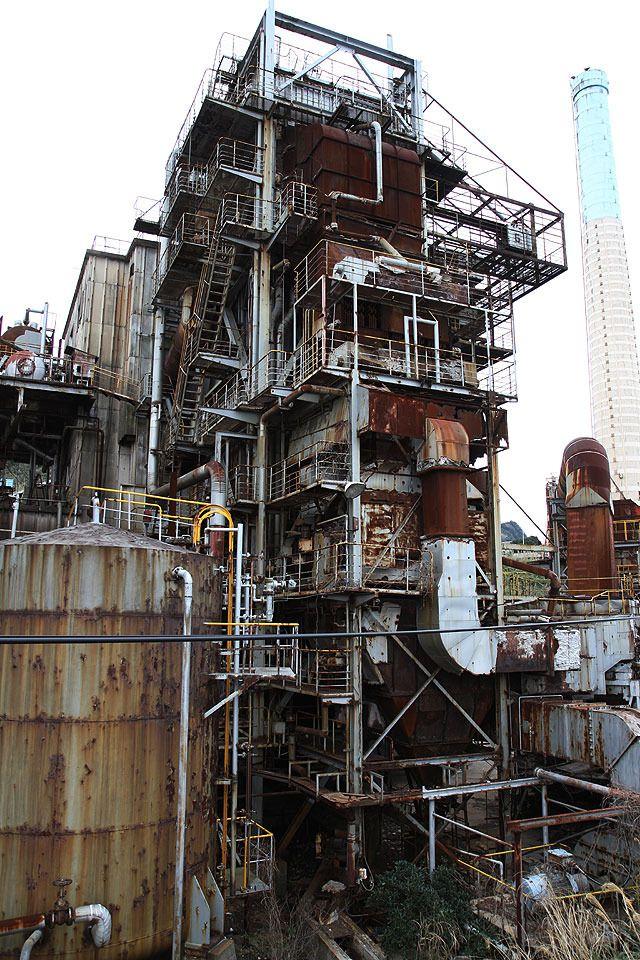 火力発電の施設やら。これらはいずれも現在は稼働しておらず、廃墟となっている。