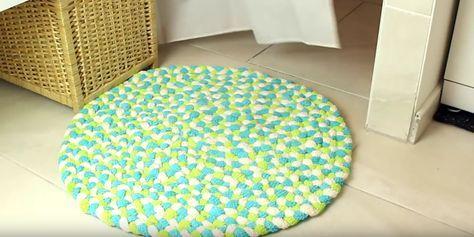 Badematte aus Handtüchern