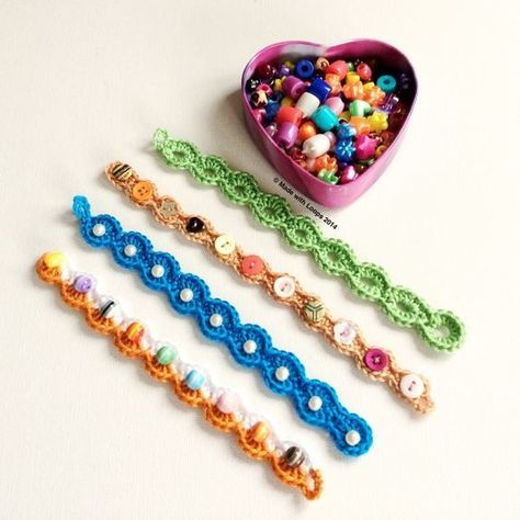 a little crochet arm candy   Made with Loops Tutorial ༺✿ƬⱤღ https://www.pinterest.com/teretegui/✿༻