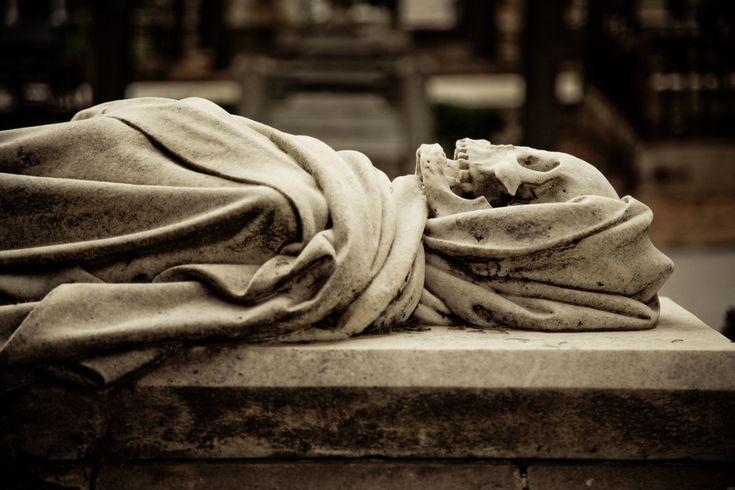 Descubrid las esculturas, sepulturas y panteones de los cementerios de Barcelona. Hay auténticas joyas!
