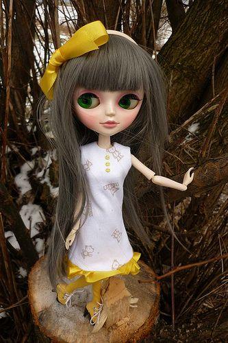 Tangkou Aussie in yellow dress