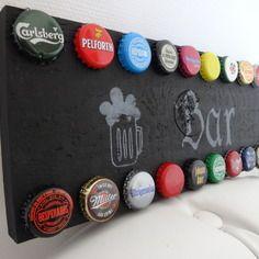 Panneau mural original de bar avec capsules de bière