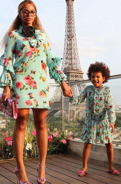 Beyonce et sa fille Blue Ivy assorties devant la Tour Eiffel