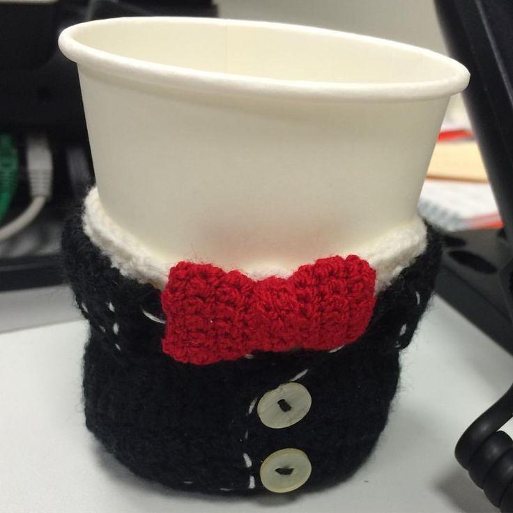 """Gift idea for men. Handmade. Crochet / Идея для подарка - вязаный подстаканник """"Джентльмен"""" (рубашка с бабочкой и пиджак)."""