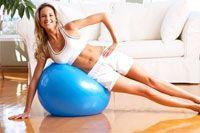 Упражнения с фитболом для похудения.  Тяжело заниматься на кардио тренировке, а сбросить вес очень хочется? Тогда вам могут подойти упражнения с фитболом для похудения. Этот комплекс поможет в непростой борьбе с лишними килограммами, а, благодаря статичности и плавности, кардио нагрузка минимальна. И для спины, как известно, фитбол является щадящим инвентарем. Так что читаем и пробуем.