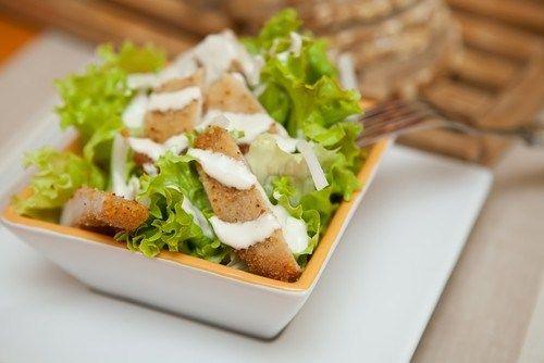 Куриные кусочки с соусом из голубого сыра
