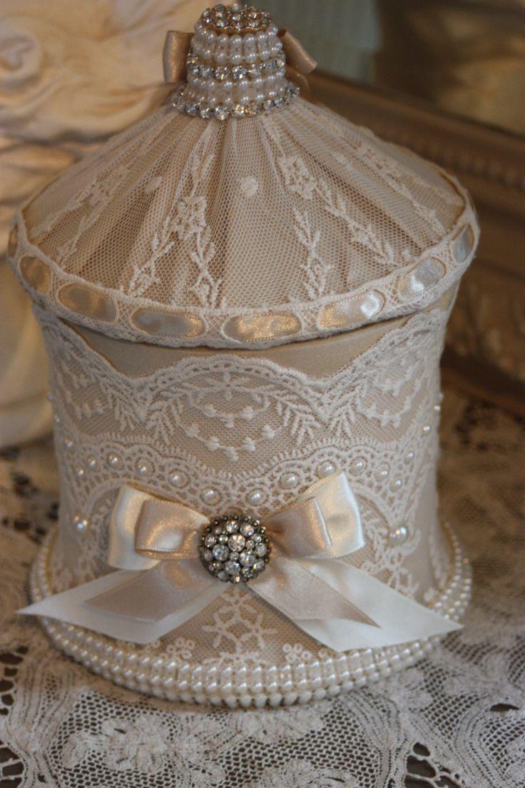 Elegante bonbonniere style shabby chic dentelle perle et strass