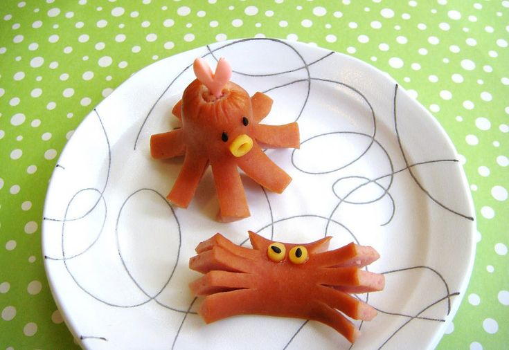 No bun needed for these hot dogs. Turn this kid favorite into a crab or octopus with a few slices.  Source: Cute Food For Kids