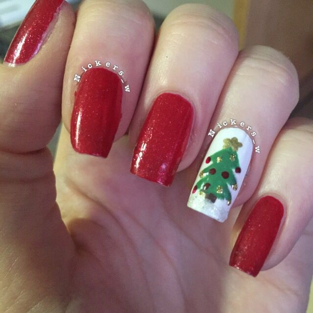 Classic Christmas tree nails