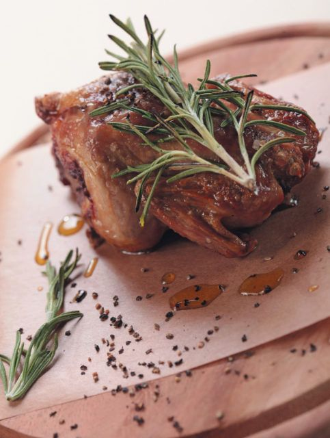 Цыпленок, фаршированный сыром дор блю имедовой грушей. Лучшие авторские рецепты