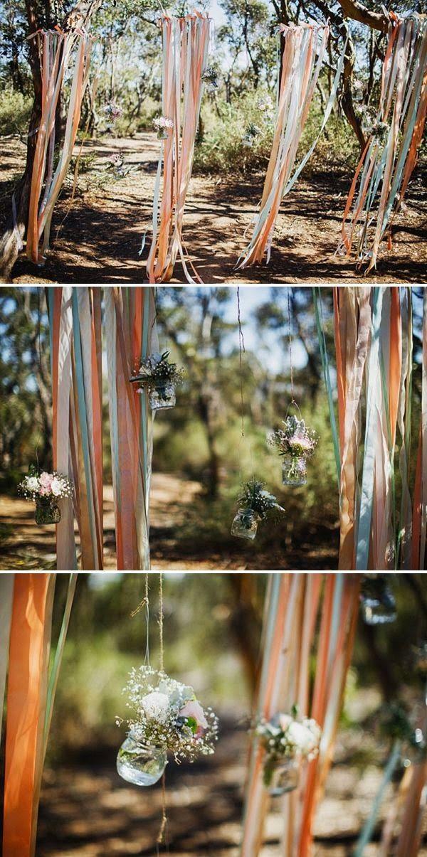 Backdrops; de bruiloft styling trend van 2014! DIY backdrop met gekleurde linten en jampotjes met veldbloemen