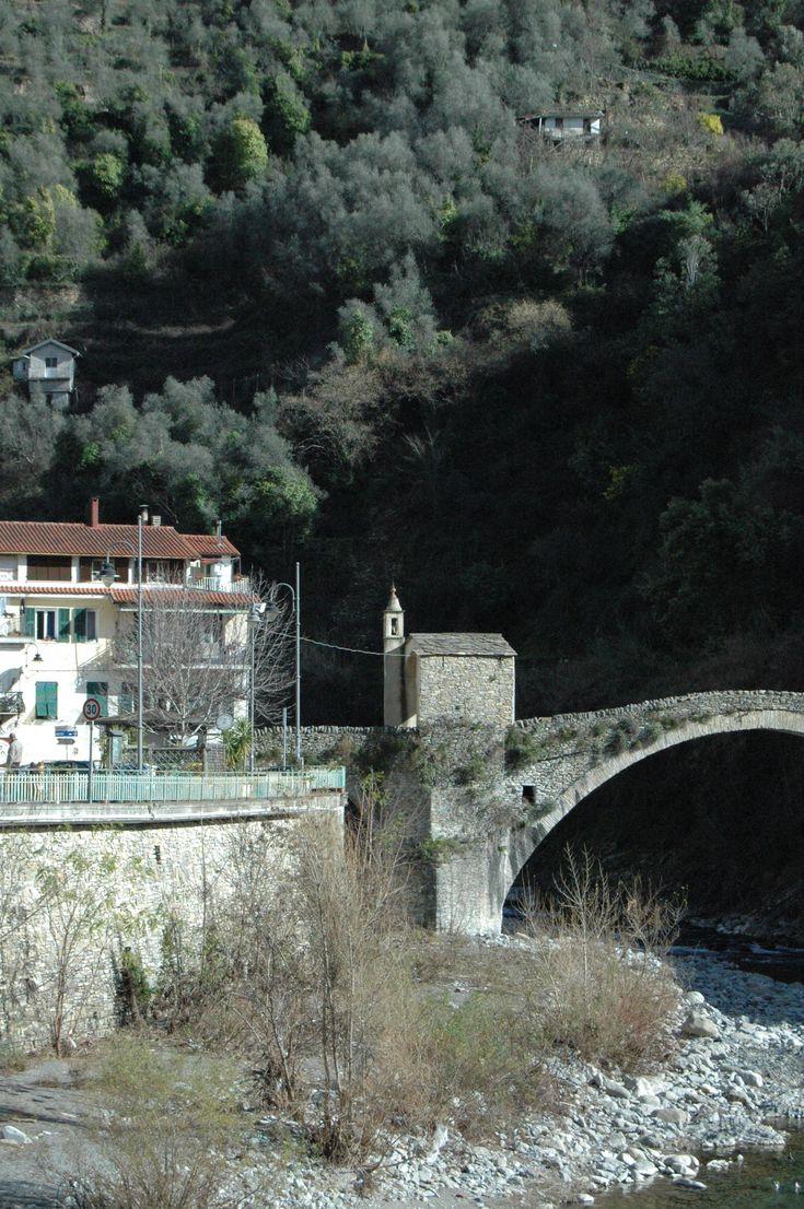 Badalucco (IM), Cappella e Ponte (1551) di S. Lucia