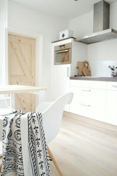 Trendy keuken met veel #daglicht. Zo zie je wat je kookt. Wel zo makkelijk. #lichtekeuken #comfort