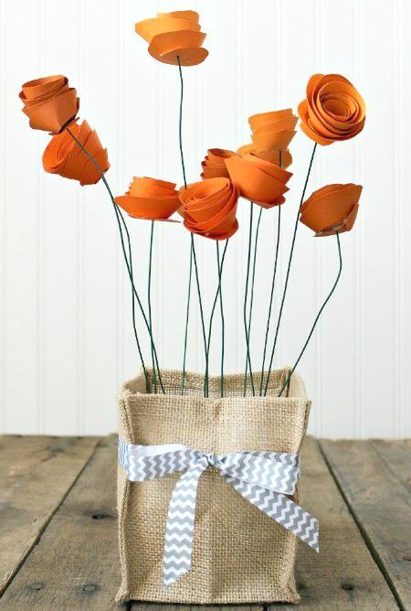 How to make a pretty paper flower centerpiece (perfect for Mother's Day!)