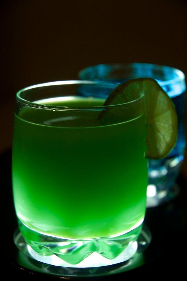Sonic Screwdriver • 1 oz Blue Curacao • 1 oz Vodka • 6 oz Orange juice