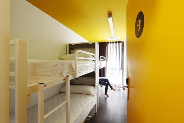 Modern design dorms / habitaciones con diseño moderno Amistat Beach Hostel Barcelona