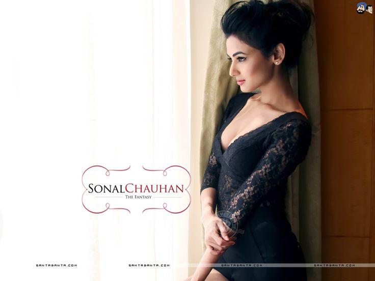 Sonal Chauhan Hot HD Wallpaper #16