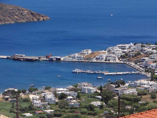 Το λιμάνι της Σερίφου στο Λιβάδι