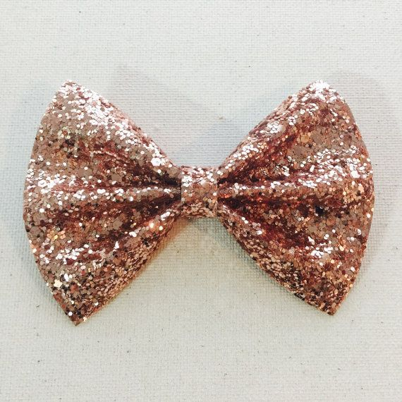 This amazing Rose Gold glitter bow-tie bow is simply stunning!! The glitter reflects in the light creating the perfect hair accessory. Who doesnt love to sparkle?!  This bow isnt made your traditional cotton fabric. This new glitter material used for the bow provides extra strength with a woven canvas backing AND wool felt for even more sturdiness. The glitter does not come off, the bow does not lose its shape, it does not get floppy. For a more secure fit definitely go with the custom made…