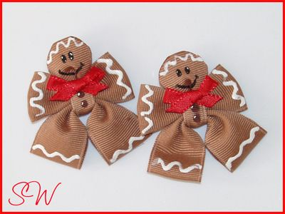 Christmas Bows...Cute! There ate no directions, but again, I know you crafty Divas can make this :)