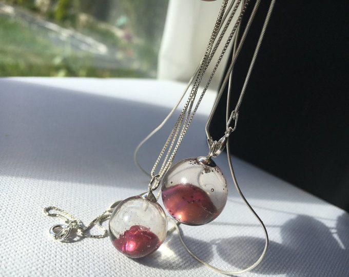 Aesidhe | Espectacular colgante de plata 925 colección Uno, con perla de cultivo encapsulada en una esfera de resina de cristal