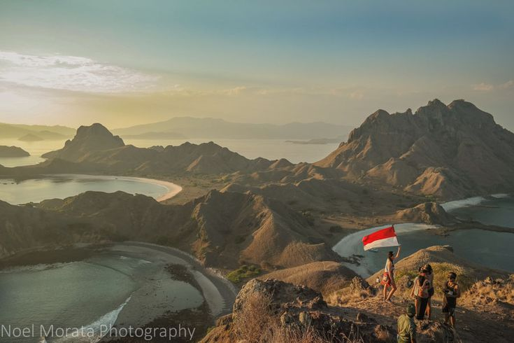 #FloresIndonesia Komodo National Park consists of the three major islands of Komodo, Rinca and Padar plus some other 26 smaller islands and a small part of western coast of Flores. Padar a hidden gem tends to be eclipsed by its bigger neighbors. It actually has the most beautiful look-out point among all.  Thanks Noel Morata of http://travelphotodiscovery.com/