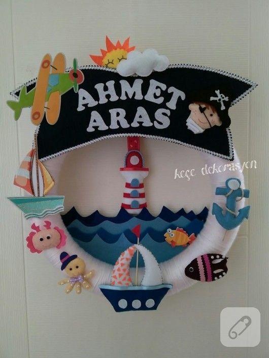ahtapot, balık, yelkenli gibi sevimli deniz temalı figürlerle süslenmiş keçeden erkek bebek odası kapı süsü modeli ile daha birçok bebek hediyeliği önerisi 10marifet.org'da