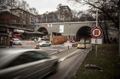 Die Bahn sprengt für Stuttgart21 in der Röhre, die parallel zum Wagenburgtunnel verläuft. Deswegen muss die Verbindung von der City in den Stuttgarter Osten am Mittwoch über Mittag gesperrt werden. http://www.stuttgarter-zeitung.de/inhalt.stuttgart-21-wagenburgtunnel-gesperrt.adc67efe-7870-476d-9317-fa84b087e70e.html