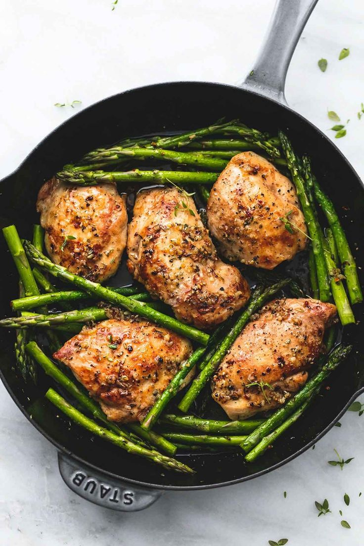 This 20 minute one pan garlic herb chicken and asparagus is full of rich, buttery herb flavors with both chicken and asparagus all cooked in one skillet for easy prep and cleanup. | lecremedelacrumb.com