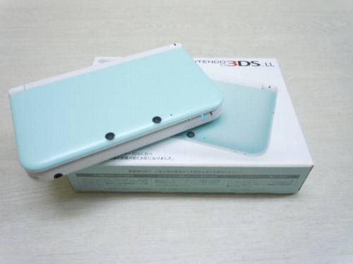 Nintendo 3DS in Mint / White