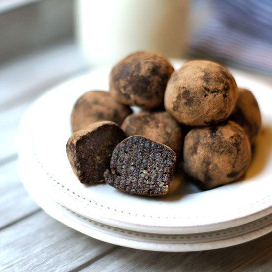 Raw Brownie Bites (Vegan, Paleo) - made with walnuts, cocoa powder, vanilla, sea salt, medjool dates, water, and cocoa powder.