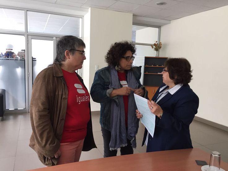Madres lesbianas no pueden inscribir a Attilio como hijo de ambas ante el Registro Civil - La Nación (Chile)