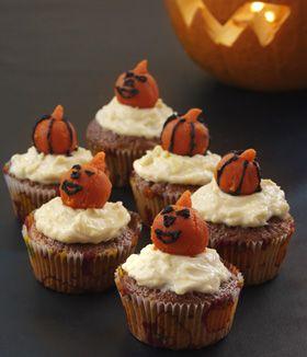 U(hyggelige) Halloween-kager med sjov pynt