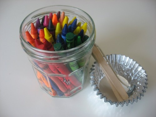 12 Wax Candle Tutorials - How to Make a Candle out of Crayons