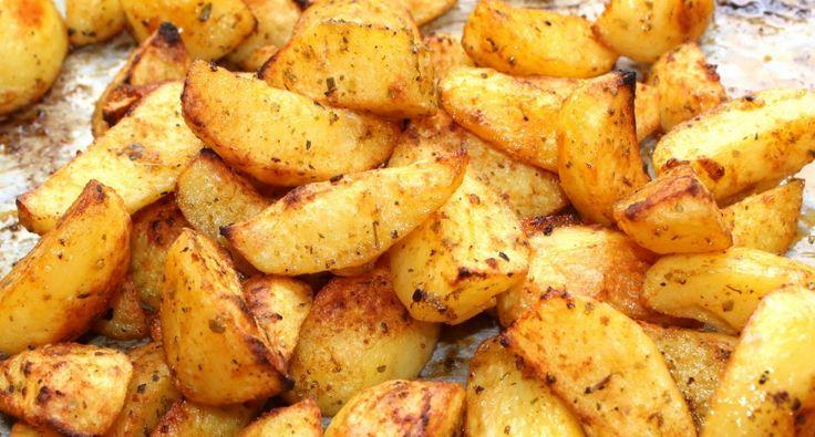 Fűszeres sült krumpli recept: Ez a sült krumpli recept az egyik kedvencem, mert sokféle ételhez kínálható. Nincs vele sok munka, tálalhatjuk köretként, vagy önálló fogásként, egy kis salátával. Próbálja ki Ön is ezt a finom sült krumpli receptet! :)