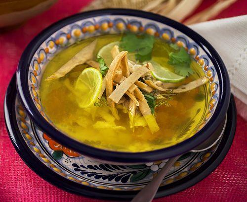"""Ahora vamos a preparar una sopa histórica. Una sopa que era preparada por los Mayas. El sabor de esta sopa es único, un sabor que nunca antes había probado... """"La Lima"""