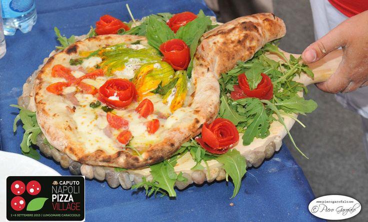 """Torna la Pizza del sabato. Quella di questa settimana è la """"Rose di maggio"""" della Campionessa del mondo Adriana Avallone.  http://www.ditestaedigola.com/la-pizza-del-sabato-la-rose-di-maggio-di-adriana-avallone/"""