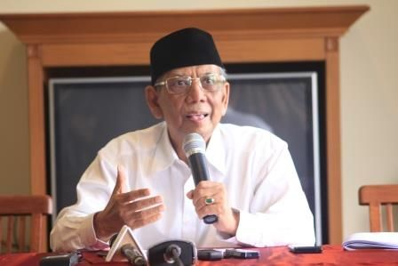 "KIBLAT.NET, Jakarta – Anggota Dewan Pertimbangan Presiden KH Hasyim Muzadi mengapresiasi perjuangan Muhammadiyah yang mengawal proses autopsi Almarhum Siyono, korban penyiksaan Densus 88. ""Saya hormat kepada perjuangan Muhammadiyah yang memintadanmengawal autopsi Siyono,"" kata Kyai Hasyim dalam pers rilisnya yang diterima Kiblat.net pada Senin, (04/04). Kyai Hasyim mengutarakan dirinya berkali-kali telah meminta kepada pihakberwewenang yang melakukan …"