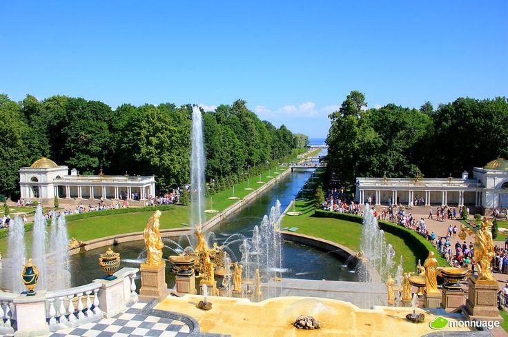#Jardins du Palais de Peterhof (Russie): immense #cascade et la #fontaine Samson, sont décorés avec des dizaines de sculptures et jets d'eau