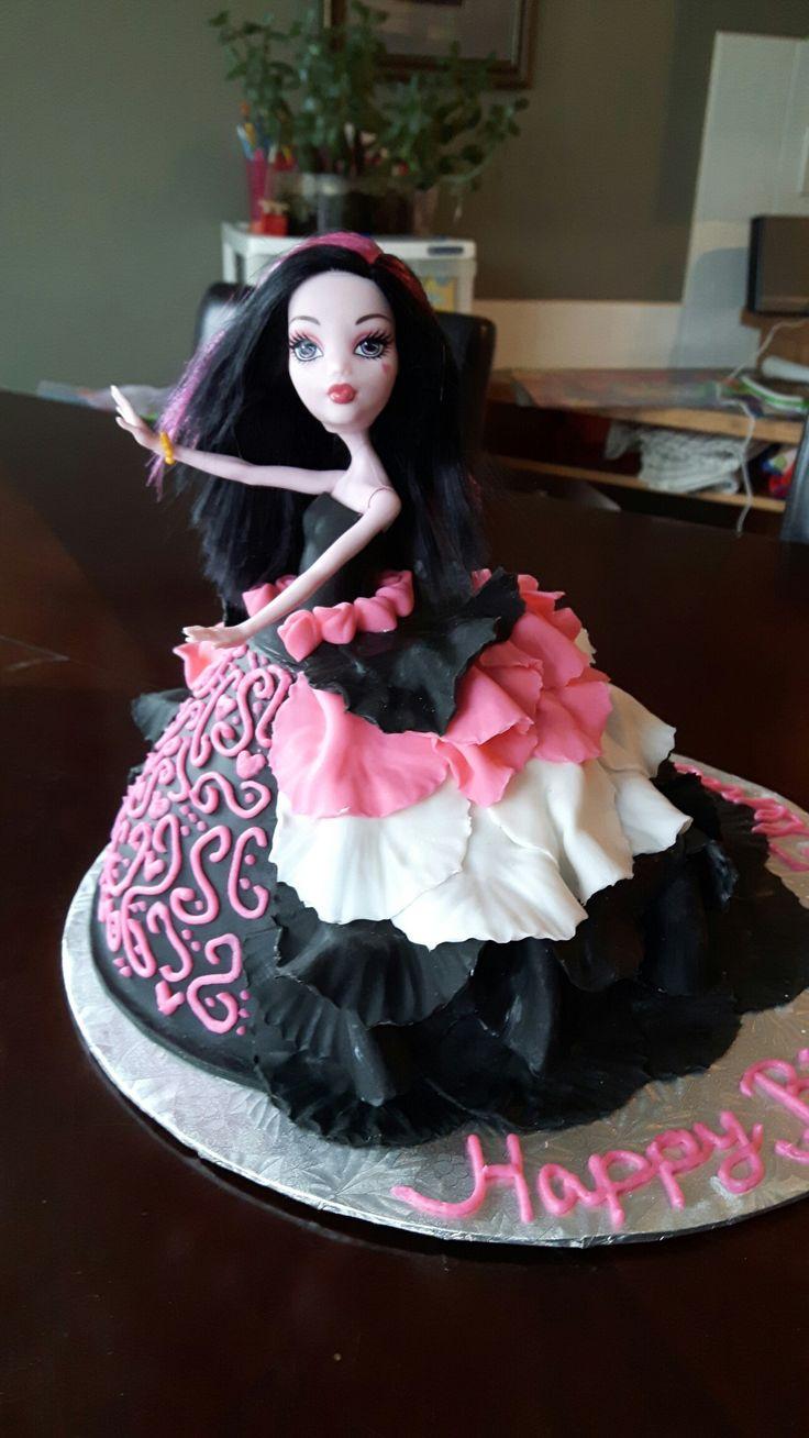 Monster High's Draculaura cake