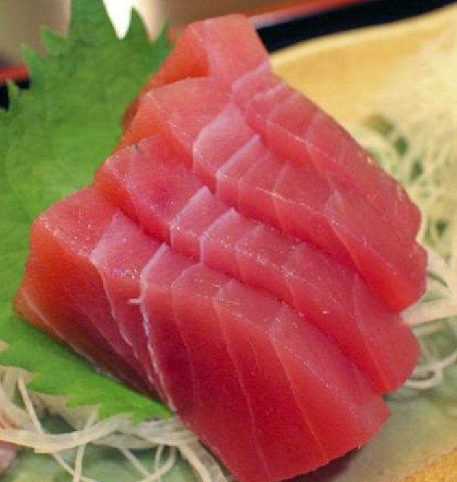 Ikan Tuna Untuk Kesehatan 1. Vitamin B terdapat dalam tuna membantu membangun dan memelihara sel-sel darah merah dan meningkatkan energi. Vitamin yang larut dalam air ini meningkatkan laju metabolisme, memperkuat sistem kekebalan tubuh dan membantu menjaga kesehatan kulit. 2. Konsumsi secara teratur ikan tuna dapat mengurangi resiko kanker payudara, selain itu lemak ikan tuna ini juga dipercaya dapat mencegah kanker ginjal.  #beauty #repost  #trendingtopicindonesia #jakarta #indonesia #home