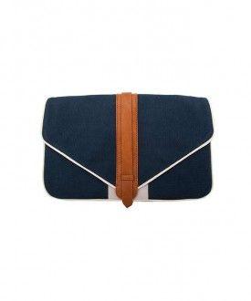 Lacivert bir el çantası