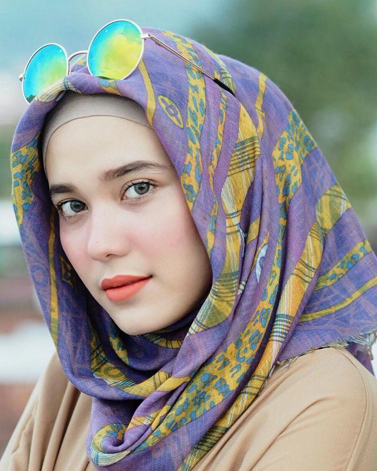 "2,626 Likes, 43 Comments - Riznuram Azka (@riznuram) on Instagram: ""True beauty in a woman is reflected in her soul  . ✨ i'm wearing zalfashawl square from…"""