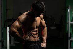 Pour progresser en musculation, voici 10 erreurs à éviter. Ces fautes peuvent pour certaines être source defatigue musculaire et même de surentraînement !
