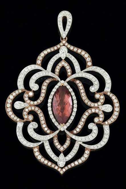 A brilliant and tourmaline pendant  rosé gold 750, partly rhodium coated, brilliants, total weight 2,11 ct, tourmaline 2,65 ct, 11,4 g