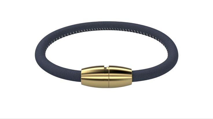 Das Armband besteht aus hautverträglichem Jeans und einem speziell entwickelten Bajonettverschluss der aus anti-allergenen Edelstahl gefertigt ist.   Länge: 17,5cm / 19,5cm / 21,5cm  Armband + Plakette